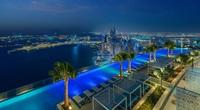 Bể bơi vô cực sang chảnh và cao nhất thế giới xua tan cơn nóng mùa hè này