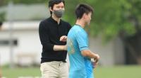 """Vừa ngồi """"ghế nóng"""" Hà Nội FC, HLV Hàn Quốc đã bị """"tấn công"""""""