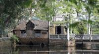Cận cảnh cây cầu có hình dáng thuyền nan úp ngược độc nhất vô nhị ở Hà Nội