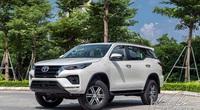 Người Việt chuộng Toyota Fortuner máy dầu hay máy xăng?