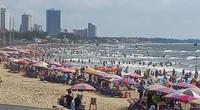 """Du lịch Vũng Tàu ngày 4/4: Hàng nghìn du khách đổ về bãi biển, cửa hàng """"Gốc Vú Sữa"""", """" Cô Ba"""""""