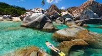 """Ngỡ ngàng """"mê cung"""" đá núi lửa chồng chất lên nhau tại bãi biển The Baths, vùng biển Caribbea"""