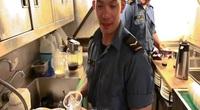 Tàu chiến Canada tới Cam Ranh: Hạ sĩ gốc Việt mê học tiếng, kể kỷ niệm khó quên