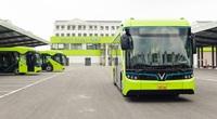 Cận cảnh xe buýt điện VinFast của tỷ phú Phạm Nhật Vượng lăn bánh tại Hà Nội