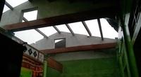 Quảng Trị: Lốc xoáy kinh hoàng khiến hàng chục nhà dân bị tốc mái, 2 lán trại chống dịch bị sập