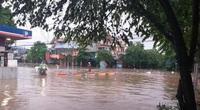 Thái Nguyên: Sau mưa lớn, nhiều tuyến đường ngập sâu trong biển nước