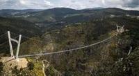Bồ Đào Nha: Bất chấp dịch du khách vẫn đến tham quan cây cầu treo dài nhất thế giới vừa được khai trương