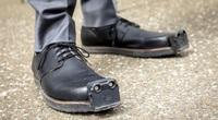 Phát minh đỉnh cao: Giày có mắt cực kỳ thông minh