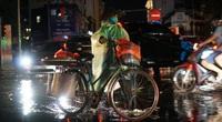 Giao thông Thủ đô hỗn loạn sau cơn mưa lớn