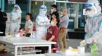 Lấy mẫu xét nghiệm Covid-19 cho hàng nghìn cán bộ, nhân viên tại sân bay Đà Nẵng