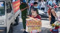 Hà Nội: Người dân đến phủ Tây Hồ vái vọng ngày đầu tháng bất chấp bị công an giải tán