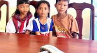 Nhặt được bọc tiền trên đường, 3 học sinh tiểu học có hành động cực đẹp