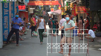 Phong tỏa thêm 3 khu dân cư đối diện bệnh viện K Tân Triều