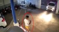 Clip: Khoảng khắc ô tô mất lái phi thẳng vào người đàn ông đang lơ xe
