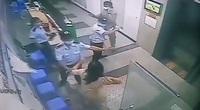 TP.HCM: Công an điều tra vụ người phụ nữ hành hung bảo vệ chung cư vì bị nhắc nhở đeo khẩu trang