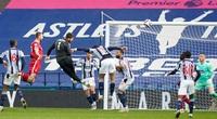 Ghi bàn giúp Liverpool thắng trận, thủ môn Alisson được gọi là người hùng
