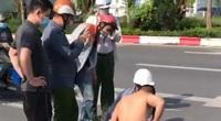 """Nóng: Điều chuyển đại úy Công an """"đứng bấm điện thoại"""" ở vụ cướp taxi tại Hà Nội, thưởng nóng tài xế dũng cảm"""