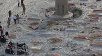 Khủng hoảng Covid-19 ở Ấn Độ: Hàng trăm thi thể được chôn cất sơ sài dọc bờ sông