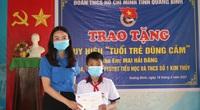 """Học sinh lớp 6 dũng cảm cứu người đuối nước nhận Huy hiệu """"Tuổi trẻ dũng cảm"""""""