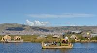 """Quần đảo lau sậy độc lạ của """"bộ lạc thảm bay"""" trên hồ Titicaca cao nhất thế giới"""