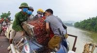 """Dân chở vải thi nhau """"vồ ếch"""", ngã lia lịa khi đi qua cầu """"tử thần"""" ở Bắc Giang"""