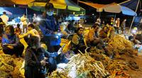 Điện Biên: Chợ phiên lạ lùng-lia điện thoại thông minh suốt từ đêm đến sáng