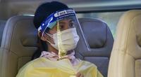 Ảnh: Hà Nội đón gần 300 công nhân, người làm việc trở về từ tâm dịch Bắc Giang
