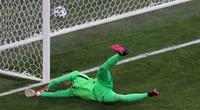 """EURO 2020 chứng kiến pha phản lưới nhà """"dị"""" nhất trong lịch sử"""