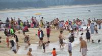 Phú Yên: Dân Tuy Hòa được phép tắm biển trở lại từ 4-9 giờ