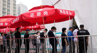 Trung Quốc tăng cường tiêm chủng, tuy nhiên vẫn dè dặt trong việc mở cửa biên giới