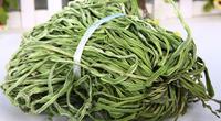 """Bó rau khô như nắm rơm đang """"làm mưa làm gió"""" giá tận 500.000 đồng/kg là loại rau gì?"""