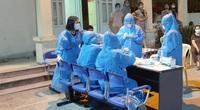 Nghệ An: Cận cảnh nhân viên y tế trắng đêm xét nghiệm cho nửa triệu dân TP.Vinh