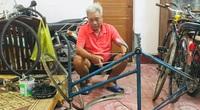 Nể phục người đàn ông U80 phục chế 70 chiếc xe đạp cũ tặng học sinh nghèo vượt khó