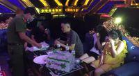 """35 nam nữ """"bay lắc"""" trong quán karaoke, có cả học sinh"""