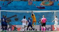 Clip: Tình huống thủ môn đá phản lưới nhà ngớ ngẩn nhất Euro 2020