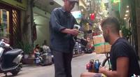 Clip nóng: Bức xúc vị khách nước ngoài bị 'chặt chém' đánh giày với giá 300.000 đồng