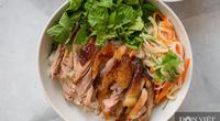 Bún trộn gà nướng và 2 món rau ăn kèm siêu ngon, khơi gợi vị giác