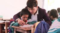 Gia Lai: Thầy giáo hotboy người dân tộc Banar với khát vọng đưa sắc màu thổ cẩm vươn xa