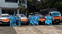 """Covid-19 ở Đồng Nai: 12 anh nông dân """"lo chuyện bao đồng"""" quần quật đi phun khử trùng miễn phí từ làng ra phố"""