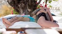 Người hùng của ĐT Anh bị bắt gặp hôn vợ ngấu nghiến ở đảo Ibiza
