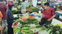 TP.HCM: Giá rau xanh hạ nhiệt, sạp đầy ắp hàng