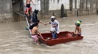 Philippines sơ tán hàng nghìn người khi mưa lớn gây ngập lụt khắp nơi