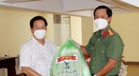 Công an An Giang trao tặng 1.000 phần quà cho người dân bị ảnh hưởng dịch bệnh trên địa bàn TP.Cần Thơ