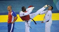 """Chuyện lạ Olympic: Bị xử thua, võ sĩ Cuba """"làm thịt"""" luôn trọng tài"""