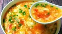 """Muốn nấu canh cà chua trứng nổi vân đẹp, thơm ngon, không tanh nên """"bỏ túi"""" bí quyết này"""