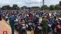 """Hàng nghìn người đi xe máy về quê, """"cửa ngõ"""" Tây Nguyên căng mình chống dịch"""