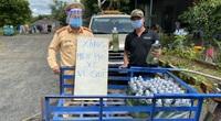 Gia Lai: Hỗ trợ hàng nghìn lít xăng; phát đồ ăn, nước uống cho người dân về quê qua địa bàn