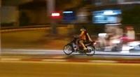 """Hà Nội: Mặc giãn cách xã hội, nam thanh nữ tú rú ga, phóng """"bạt mạng"""" trong đêm"""