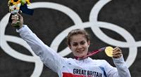 Đi làm thêm kiếm tiền dự Olympic 2020, VĐV xinh đẹp giành HCV