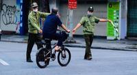 Hà Nội vẫn phạt đến hàng trăm triệu đồng với người không đeo khẩu trang nơi công cộng